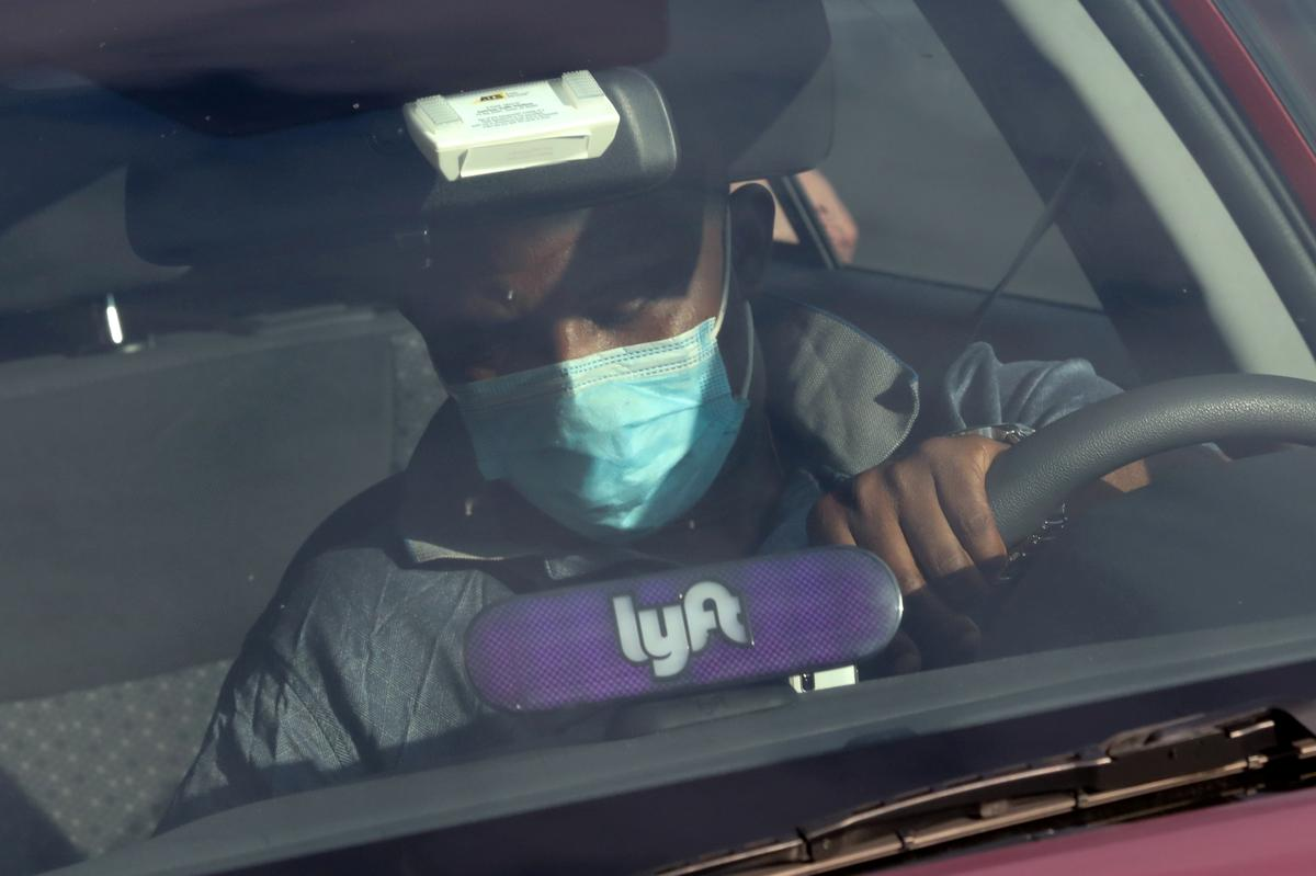 Lyft to require passengers and drivers to wear masks