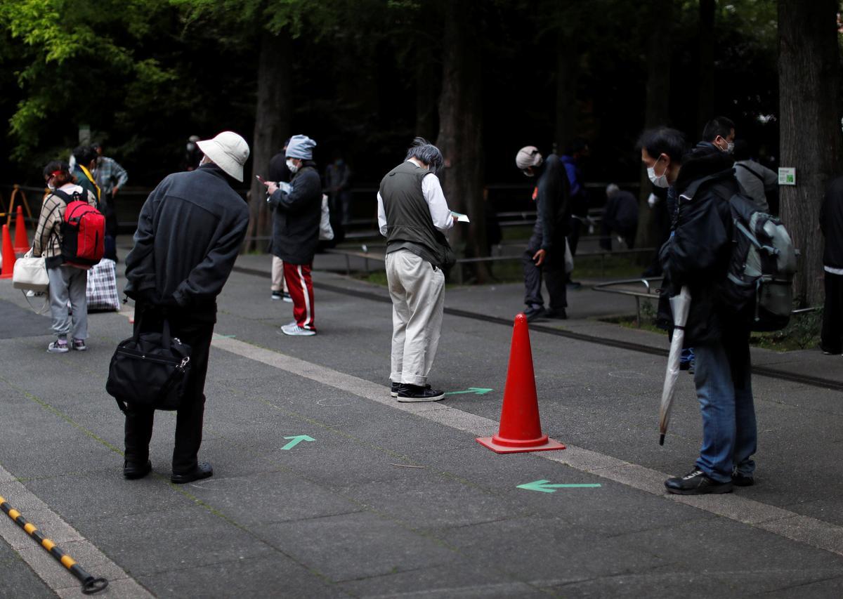 Japan looks to lift coronavirus emergency in some areas ahead of May 31 deadline