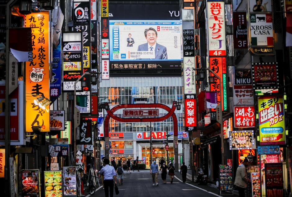 Japan S Regions Emerge From Virus Emergency While Tokyo Enters