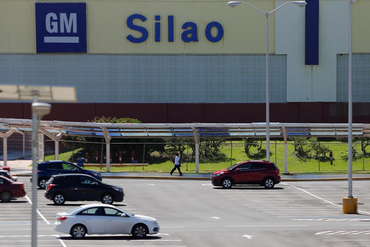 GM tells Mexico workers it plans May 20 restart at Silao plant