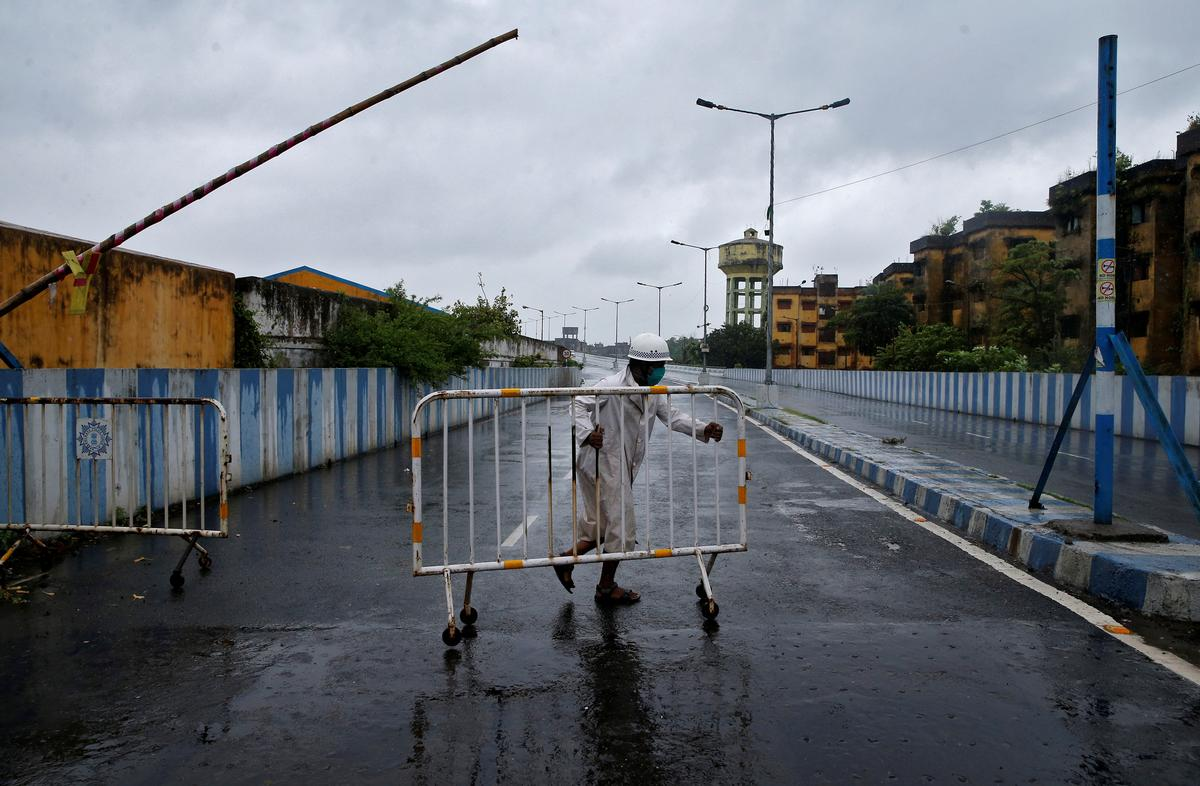 Cyclone kills 14 in India, Bangladesh leaving trail of destruction