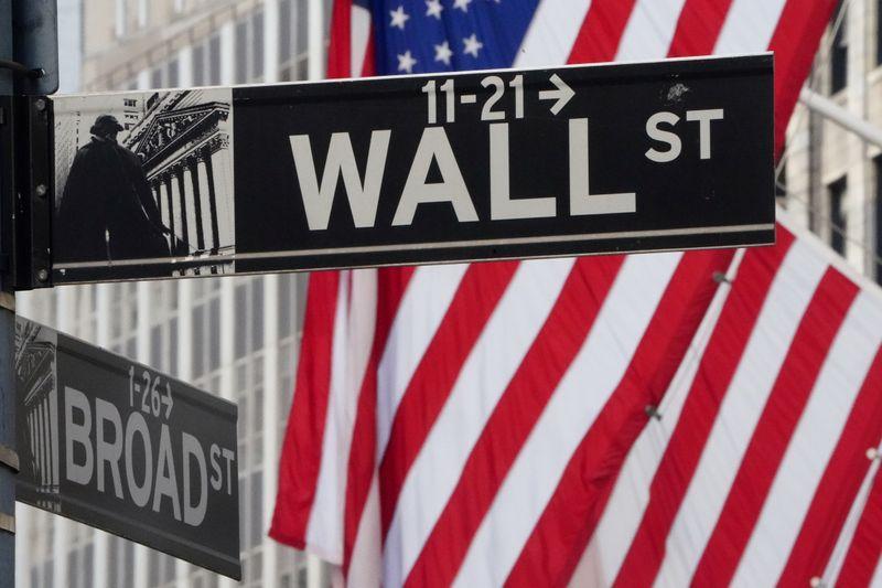 Borsa Usa, indici incerti, persistono tensioni con Cina, brilla TJX