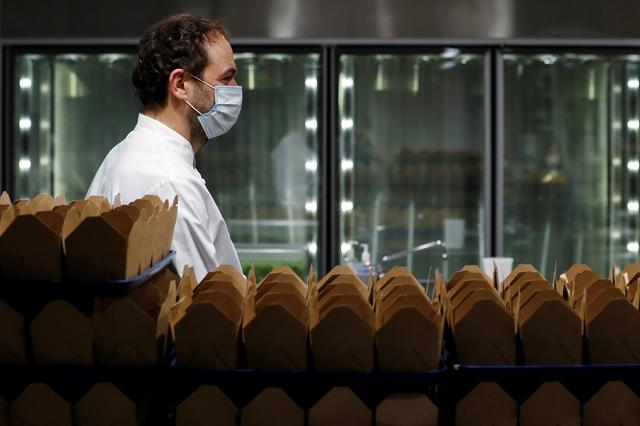Chef and owner Daniel Humm works to fill to-go boxes of food to donate in the kitchen of Michelin starred restaurant Eleven Madison Park as the outbreak of the coronavirus disease (COVID19) continues in the Manhattan borough of New York, U.S., May 20, 2020.  Picture taken May 20, 2020. REUTERS/Lucas Jackson  TPX IMAGES OF THE DAY