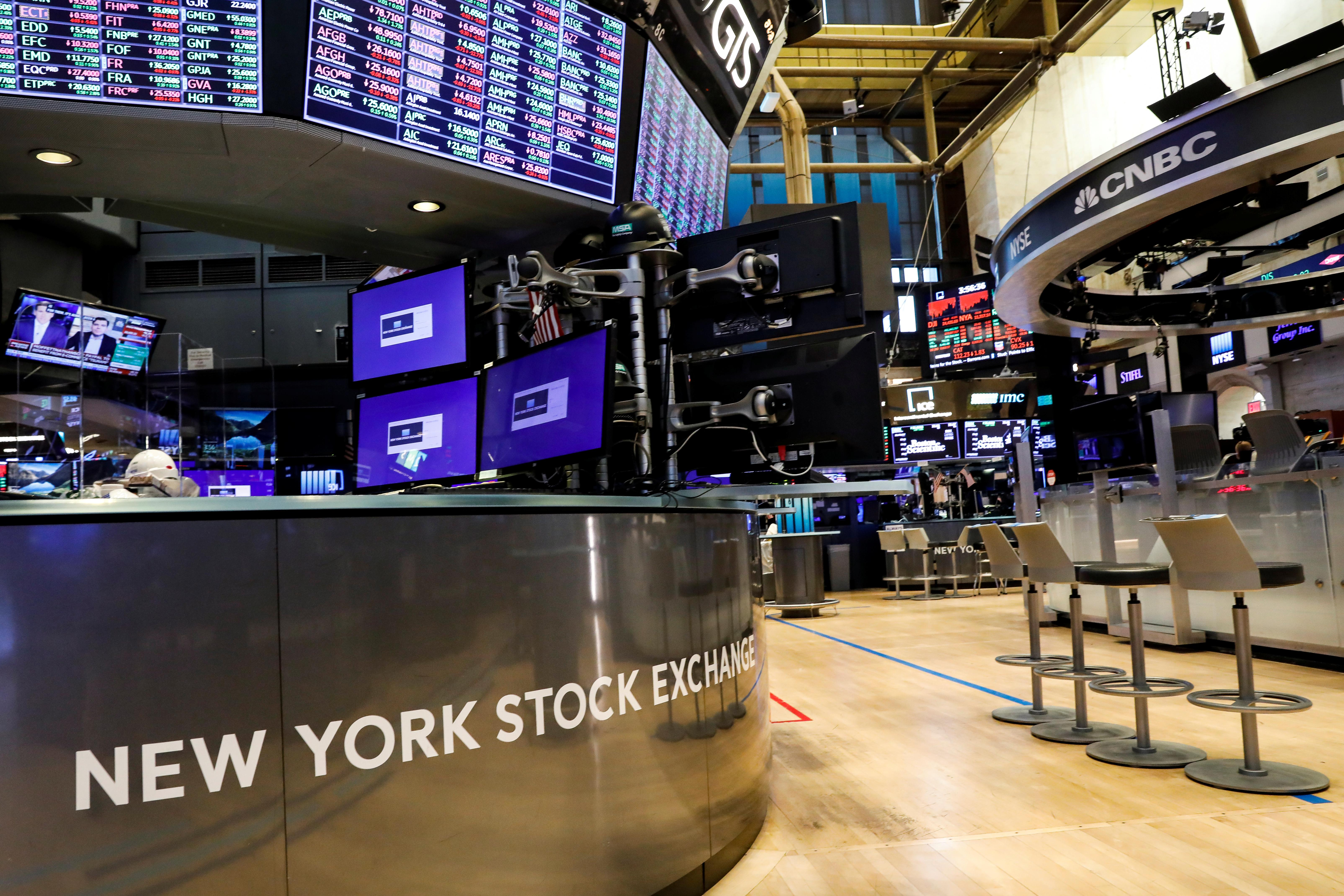 Wall Street Week Ahead: Investors look beyond drug makers as hunt for COVID-19 treatment heats up 1