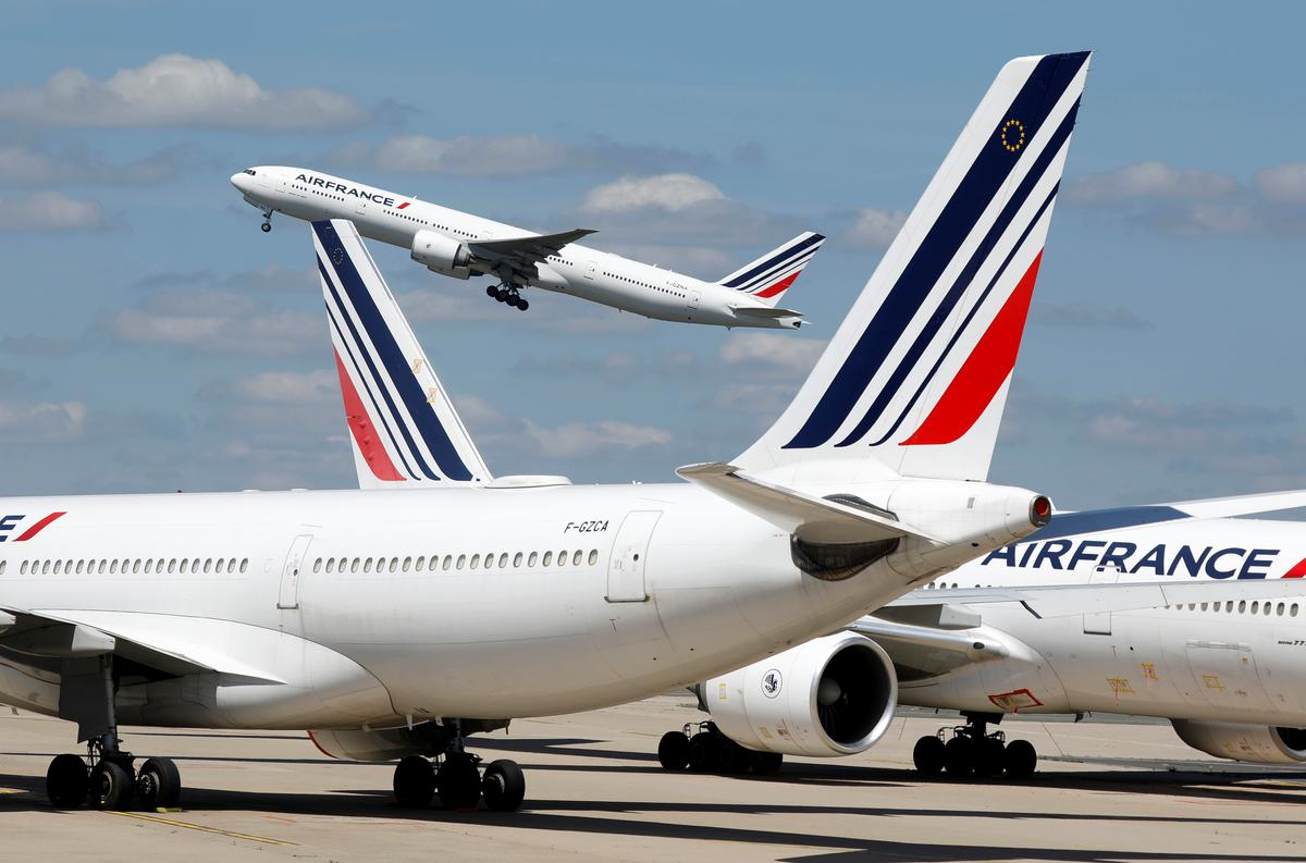 Air France must slash domestic traffic in exchange for state guarantees -minister