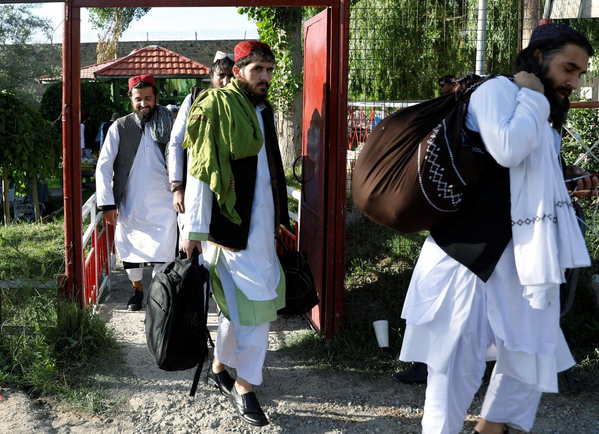 Afghanistan begins freeing 900 Taliban prisoners, urges truce extension