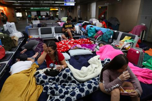 Lockdown strands hundreds of Colombians at Brazil airport