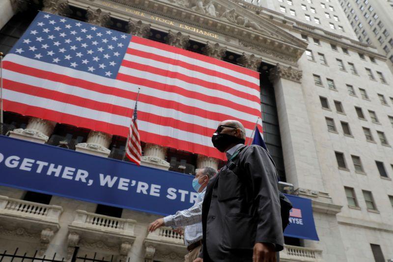Borsa Usa in calo su timori risposta Trump a legge sicurezza Cina