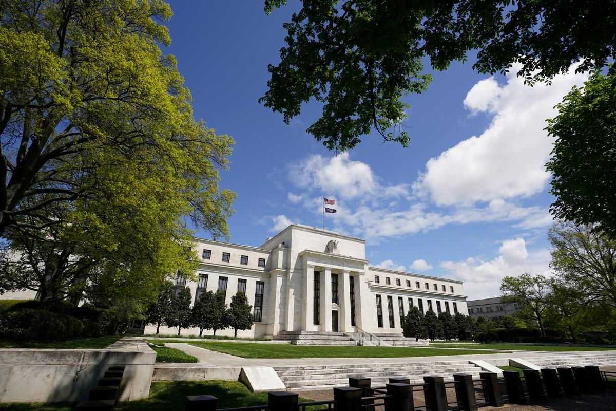 Fed sees 'persistent fragilities' for households and businesses: Fed report
