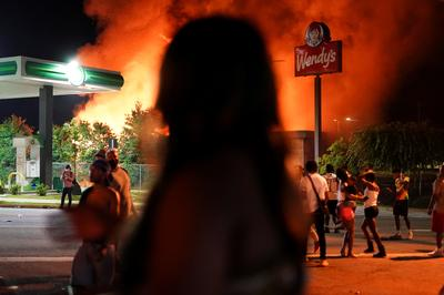Protesters burn down Wendy's in Atlanta after police shooting