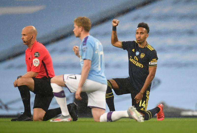 Soccer: Players take a knee as Premier League restarts