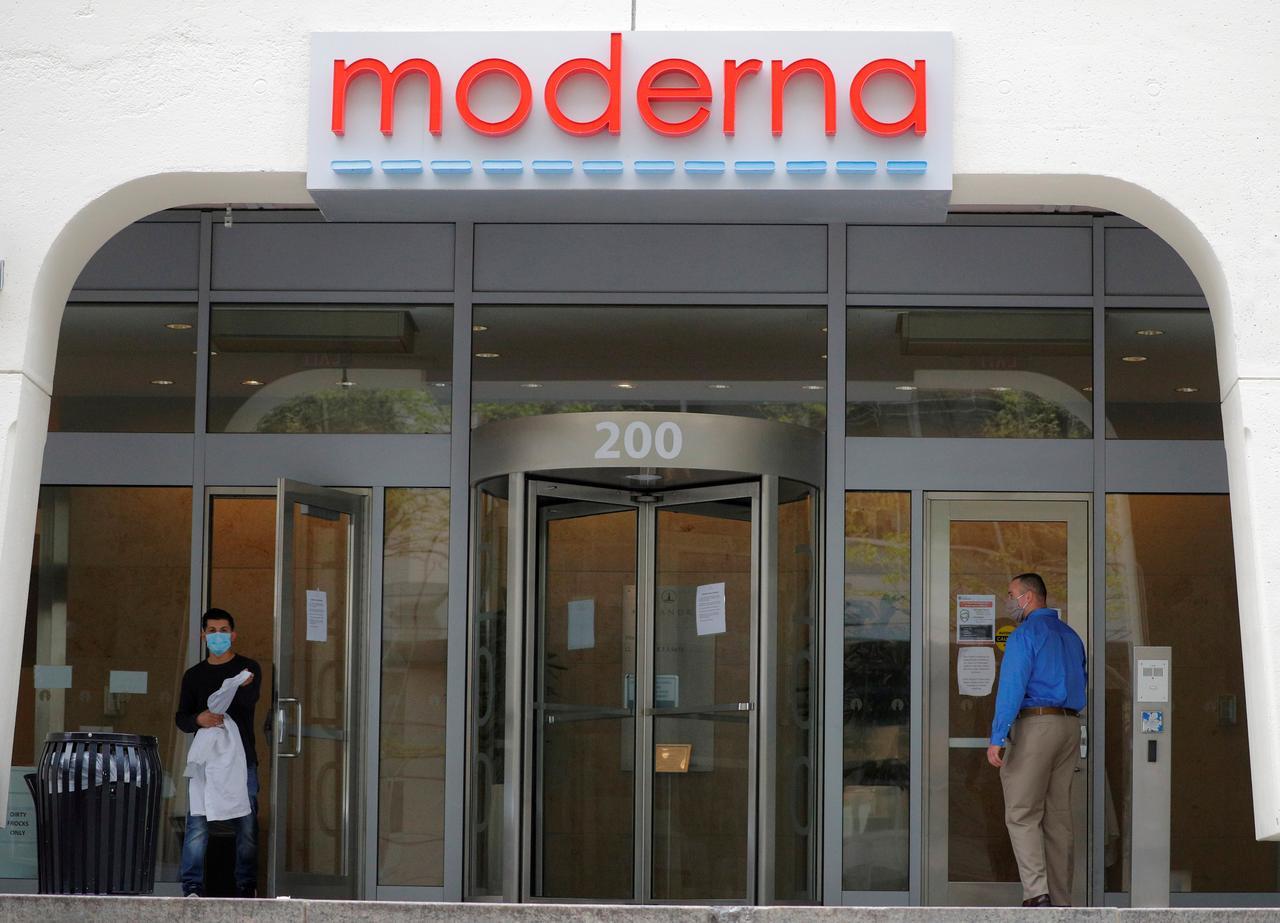 Moderna CMO sells shares as final vaccine trials begin, raising concerns