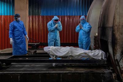 India's coronavirus death toll surpasses 21,000 as cases surge