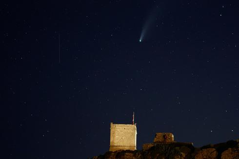 Rare comet streaks across our sky