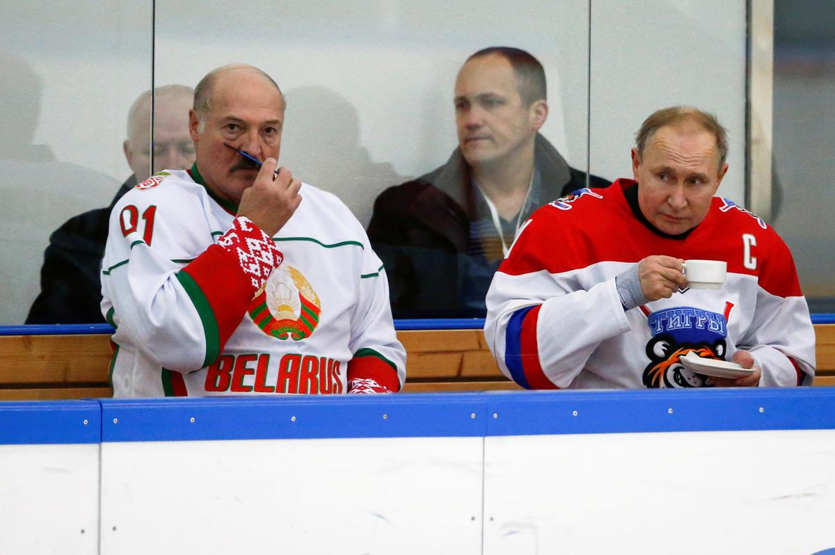 Putin bets on Lukashenko keeping power in Belarus for now: sources – Reuters