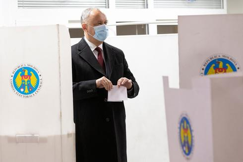 Moldovan presidential election heading for runoff as pro-EU challenger leads