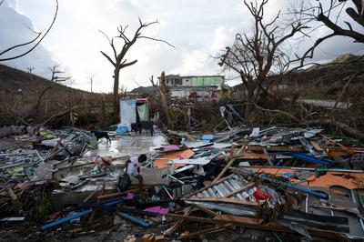 Colombian survivors dig out after Hurricane Iota