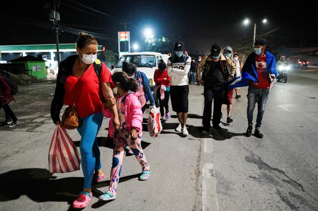Hondurans take part in a new caravan of migrants, set to head to the United States, in San Pedro Sula, Honduras January 14, 2021. REUTERS/Yoseph Amaya
