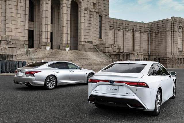 Lexus LS and Toyota Mirai cars in front of the Meiji Memorial Picture Gallery in Shinjuku, Tokyo in this undated handout photo.  Toyota/Handout via REUTERS