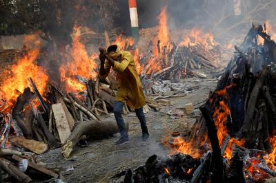 India's round-the-clock cremations show staggering COVID death toll