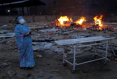 Grim scenes as COVID rages across India