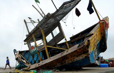 Powerful cyclone complicates India's COVID effort