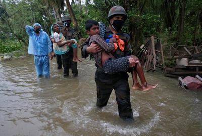 Tens of thousands homeless after cyclone batters eastern India