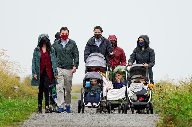 Canada's Liberal Prime Minister Justin Trudeau walks with families along the Fraser River in Richmond, British Columbia Canada September 14, 2021. REUTERS/Carlos Osorio